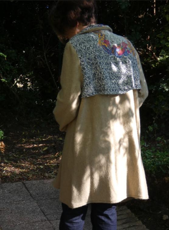 Trench reversible beige couleurs bleu fifi au jardin pose 13