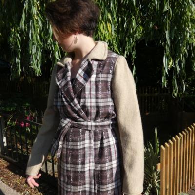 Trench reversible damier fushia chocolat et beige avec ceinture gamme femmes fifi au jardin i4