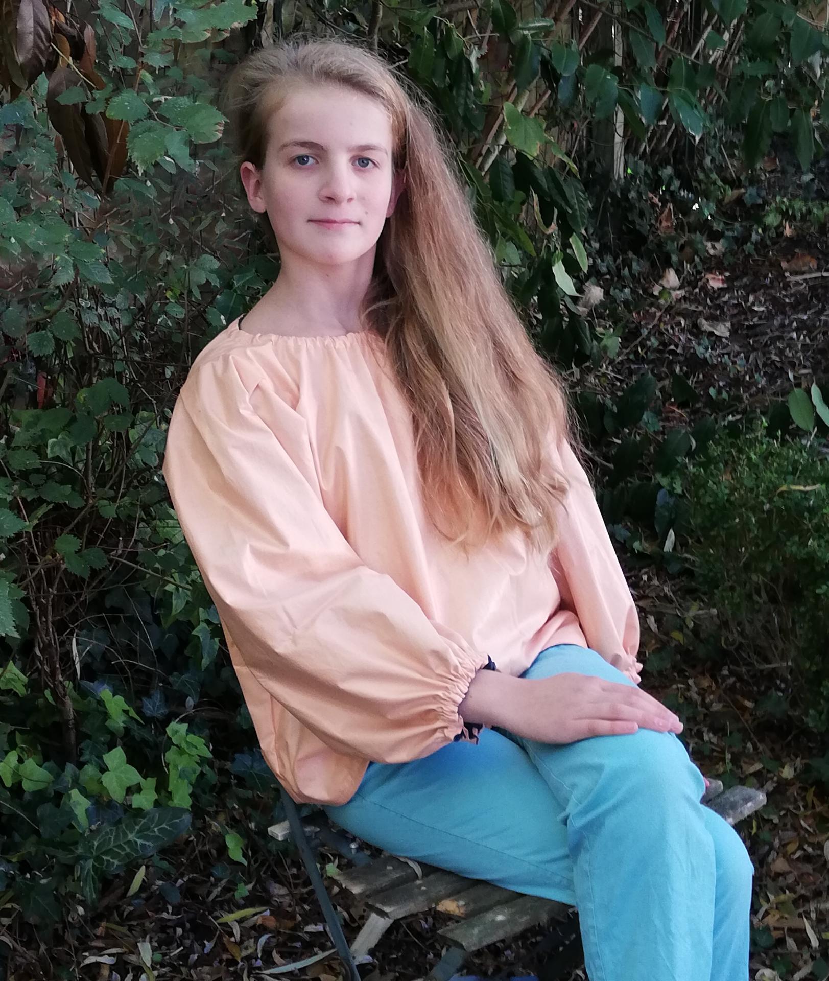 Tunique reversible jeune fille en fleur premiere saumon 12 14 ans fifi au jardin pose 2