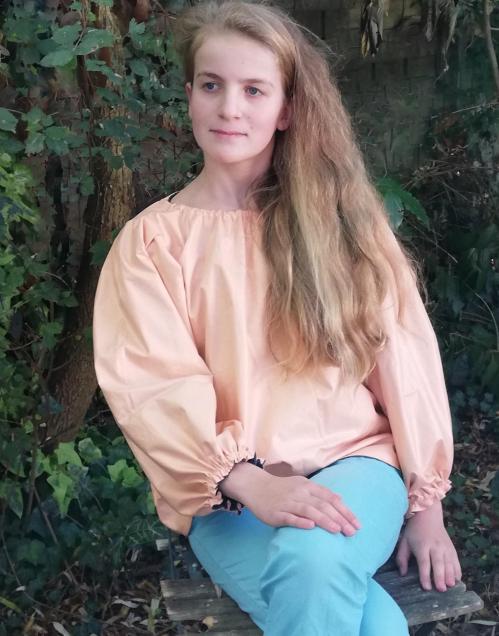 Tunique reversible jeune fille en fleur premiere saumon 12 14 ans fifi au jardin pose 3