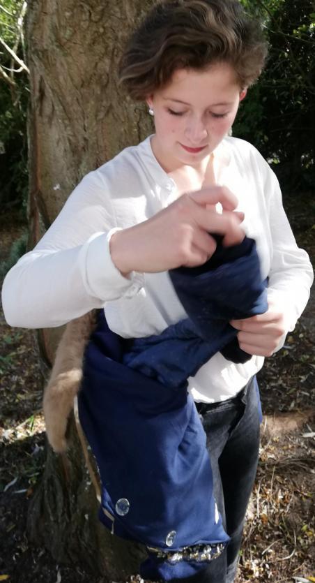 Veste autrichienne reversible laine bouillie brodee touche cachemire orne de dentelles col fourrure lapin pose 5