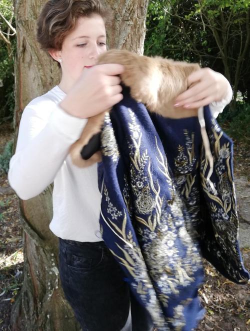 Veste autrichienne reversible laine bouillie brodee touche cachemire orne de dentelles col fourrure lapin pose 6