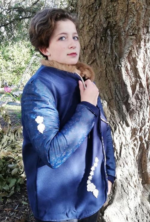 Veste autrichienne reversible laine bouillie brodee touche cachemire orne de dentelles col fourrure lapin verso 2