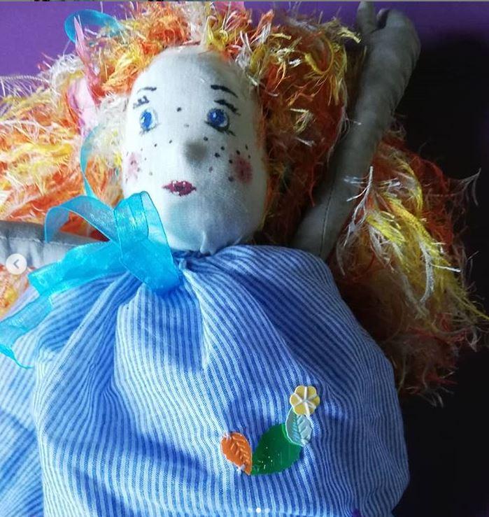 Zoom chaussons faits main fee marionnette fifi au jardin i2